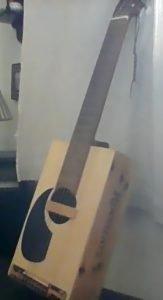 Guitarra-Caja construida por Roy Nash